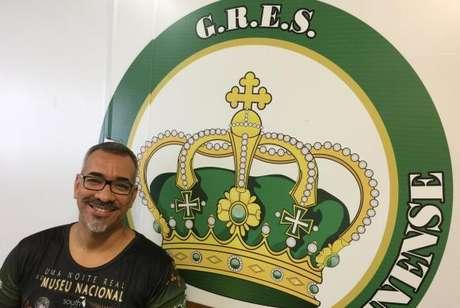 O carnavalesco Cahê Rodrigues conta que os funcionários do Museu Nacional ficaram emocionados ao conhecer o tema da escola