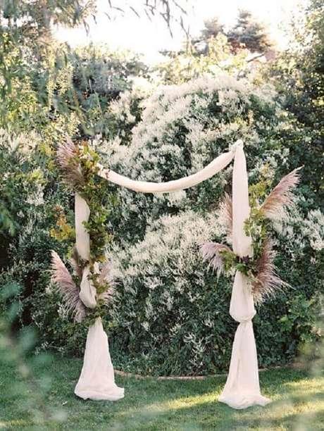 32.Decoração de casamento ao ar livre estilo rústico.