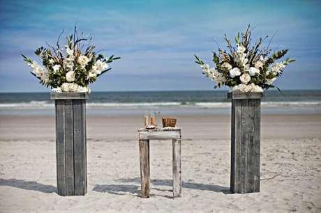 40. Para quem vai se casar no verão a praia é uma das melhores opções para o casamento.