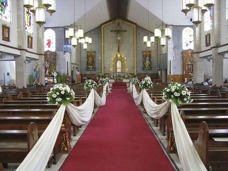 48. Decoração simples para casamento na igreja