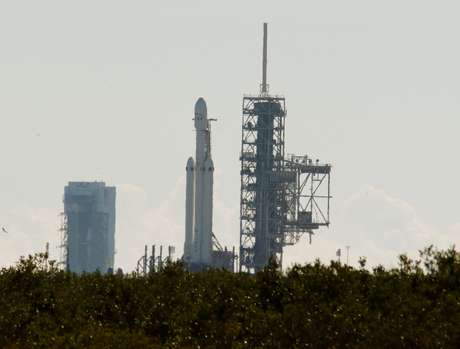 Foguete Falcon Heavy no Centro Espacial Kennedy