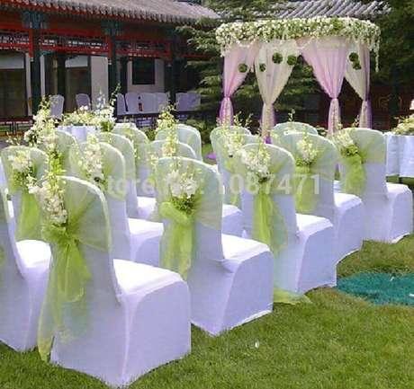 31.Decoração de casamento ao ar livre simples e barata