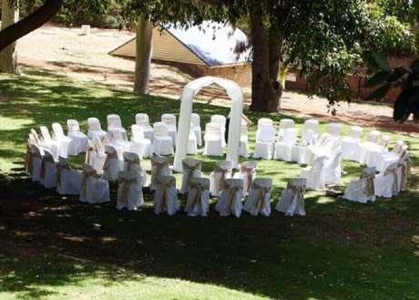 44. Uma ótima ideia de decoração de casamento simples e fácil de fazer