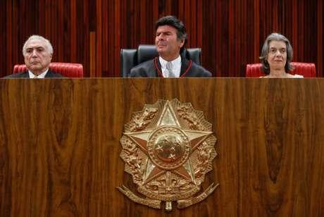 O presidente Michel Temer e a presidente do STF, Cármen Lúcia, participaram da posse do ministro Luiz Fux na presidência do TSE