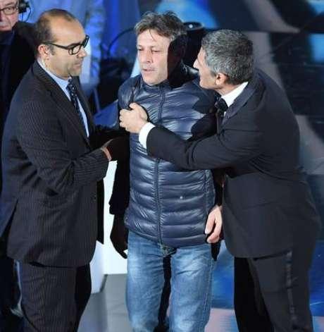 Homem invade palco durante abertura do Festival de Sanremo