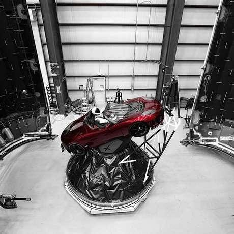 Um carro será enviado rumo à órbita de Marte, mas as chances de que chegue lá são pequenas | Foto: Elon Musk/Instagram