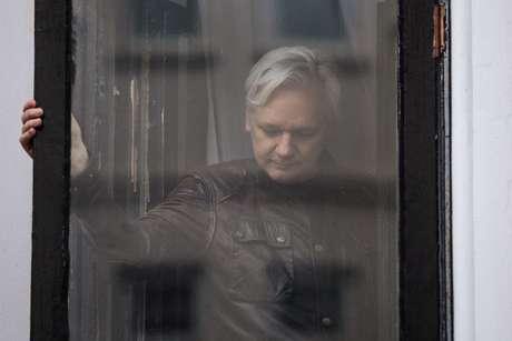 Justiça nega recurso de Assange contra mandado de prisão