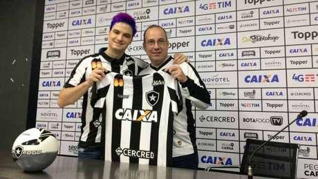 Empresa de Felipe Neto vem patrocinando o Glorioso desde o último trimestre do ano passado (LANCE!)