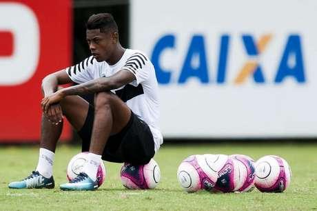 Bruno Henrique sofreu um trauma no olho direito (Foto: Ivan Storti)