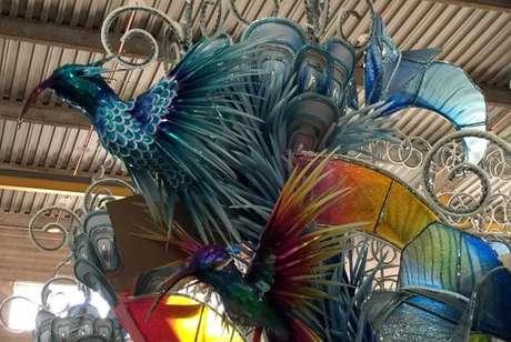 Detalhe de uma alegoria que a Beija-Flor levará este ano para a avenida