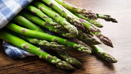 Dieta com baixo teor de asparagina, nutriente presente no aspargo e em alimentos como carnes e ovos poderia ajudar a retardar efeitos do câncer