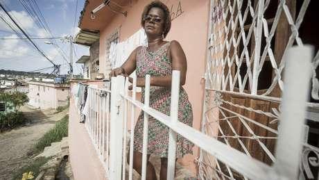 A diarista Elizangela Santos, moradora do Recife, afirma que vai votar nulo caso o ex-presidente Lula não seja candidato | Foto: Heudes Regis/BBC Brasil