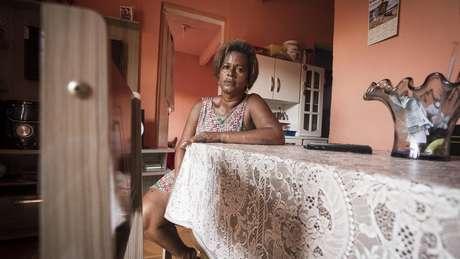 Elizangela Santos diz que conseguiu melhorar de vida durante governos do PT | Foto: Heudes Regis/BBC Brasil