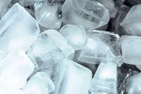Cubos de gelo para aliviar a dor