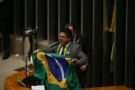 Deputado João Rodrigues (PSD/SC) fala durante discussão do processo de impeachment da presidenta Dilma Rousseff, no plenário da Câmara