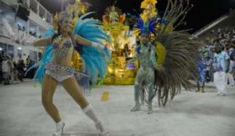 Desfile das escolas de samba no Sambódromo atraem milhares de turistas ao Rio de Janeiro (Fernando Frazão/Agência Brasil)
