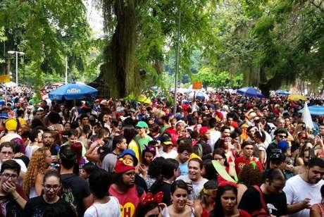 A festa é antecipada para a sexta-feira, com mais de 20 blocos nas ruas da capital fluminense