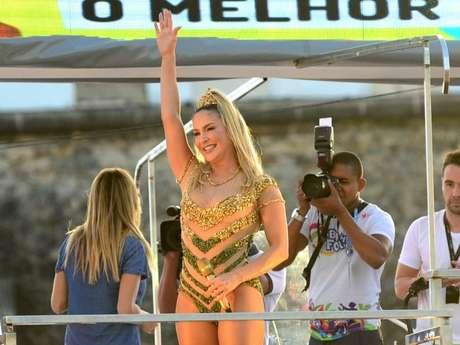 Claudia Leitte foi a atração da abertura oficial da folia baiana