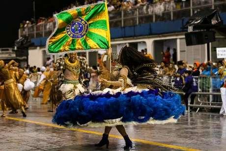 Escola de Samba Unidos do Peruche na avenida