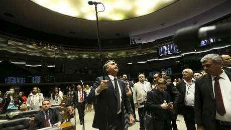 Em foto de 2016, Bolsonaro discute na Câmara; radicalismo de seu discurso tende a afastar eleitor mais moderado | Foto: Marcelo Camargo/Ag. Brasil