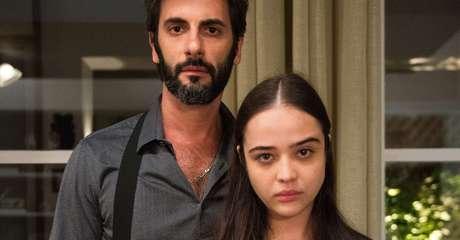 O abusador, Vinícius (Flávio Tolezani), e a vítima, Laura (Bella Piero): trama relevante abafada por conflito comercial.