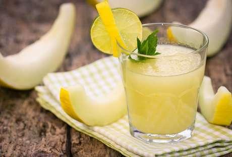 Suco de melão, limão e laranja
