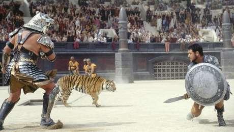 Em Gladiador, Russel Crowe enfrenta tigres e gigantes. Foto: Divulgação