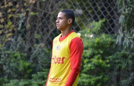 Zagueiro tem chances devido aos problemas físicos de Arboleda e Anderson Martins (Érico Leonan/saopaulofc.net)