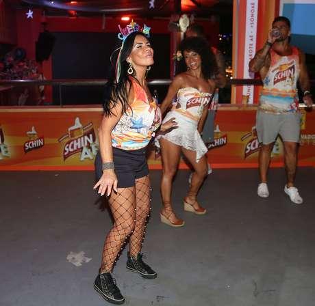 Gretchen e Cinara Leal dançaram muito em um dos camarotes de Salvador