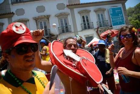 O bloco Cordão do Boitatá anima foliões no tradicional baile multicultural na Praça XV