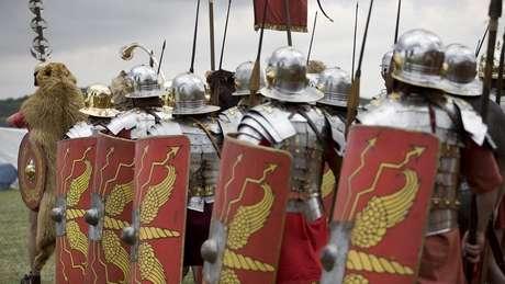 Acredita-se que a convenção de se dirigir do lado esquerdo remonta a tempos romanos