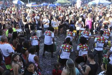 O bloco Concentra, Mas Não Sai começou com um grupo de amigos que se encontravam para fazer um som enquanto esperavam para seguir atrás do Pacotão.