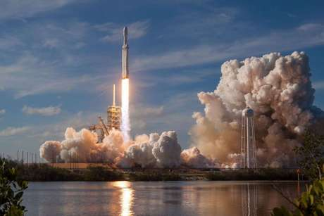 Falcon Heavy alçando voo (Reprodução: SpaceX)