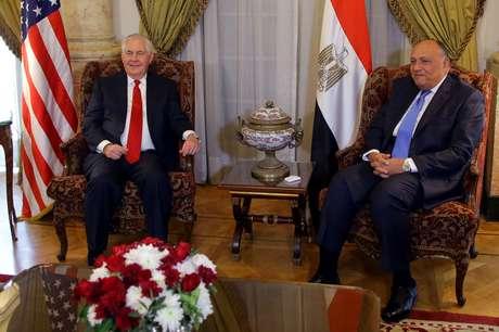 Secretário de Estado dos EUA, Rex Tillerson, durante encontro com o ministro de Relações Exteriores do Egito, Sameh Shoukry, no Cairo12/02/2018 REUTERS/Khaled Elfiqi/Pool