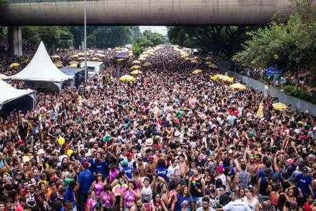 Foliões na Avenida 23 de Maio, em São Paulo