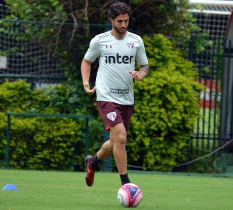 Camisa 25 do São Paulo deve ganhar a vaga de Petros para o jogo contra o CSA, pela Copa do Brasil (Érico Leonan/saopaulofc.net