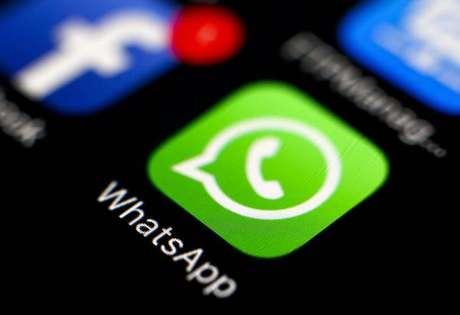 Padre propõe 'jejum' de WhatsApp na Itália