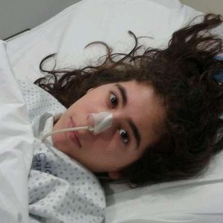 Paula foi hospitalizada diversas vezes, mas não há diagnóstico conclusivo sobre sua doença | Foto. Twitter/#JusticiaParaPaula/Reprodução