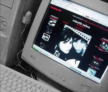 No lugar de um printscreen, eu gostava de pegar minha Cyber Shot e tirar uma foto de meu Fotolog (e depois postar a foto da foto)