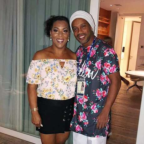 Ronaldinho Gaúcho posou para foto ao lado da irmã, antes da folia no Rio de Janeiro