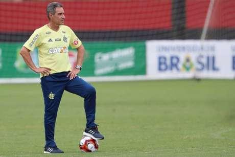 'Se eu quisesse alguém no meio para marcar, colocaria zagueiros', diz 'Carpa' (Foto: Gilvan de Souza/Flamengo)