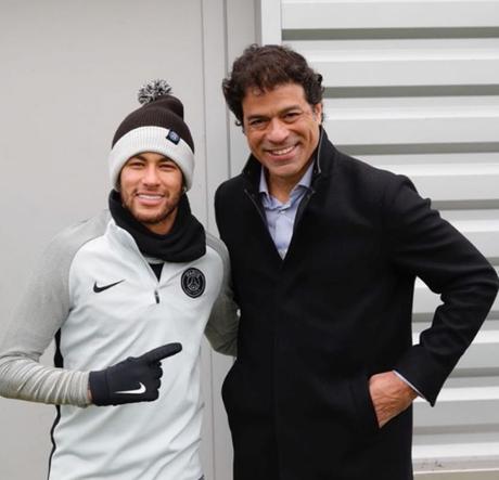 Ídolo do PSG, Raí visitou o ex-clube e posou para foto com Neymar (Reprodução/Instagram)