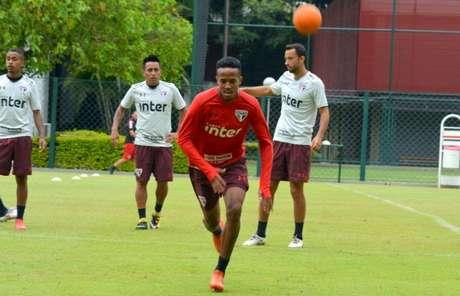 O lateral-direito foi a novidade do penúltimo treino do São Paulo antes do duelo com o CSA (Érico Leonan/saopaulofc.net)