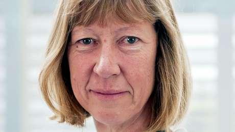 Penny Lawrence renunicou ao cargo de diretora da Oxfam e disse que assumia toda responsabilidade pelo comportamento da equipe no Chade e Haiti