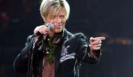 O visual do cantor britânico inspira fantasias de muitos foliões que desfilam no bloco Tô de Bowie