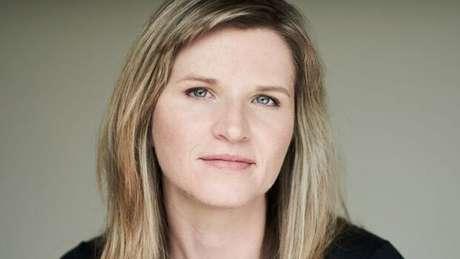 Tara Westover entrou na faculdade aos 17 anos, após comprar livros escondida e se preparar sozinha para um teste. Anos depois, chegou a Cambridge