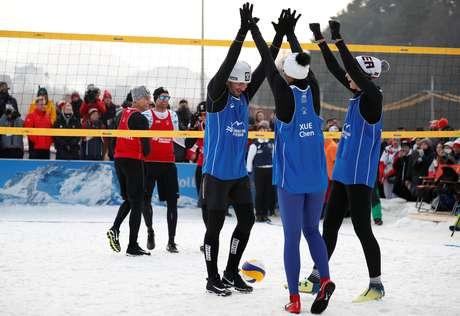 Partida de exibição de vôlei na neve em Pyeongchang 14/02/2018 REUTERS/Kim Hong-Ji