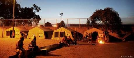 Tendas de campanha servem como abrigos para venezuelanos em Caimbe, Roraima