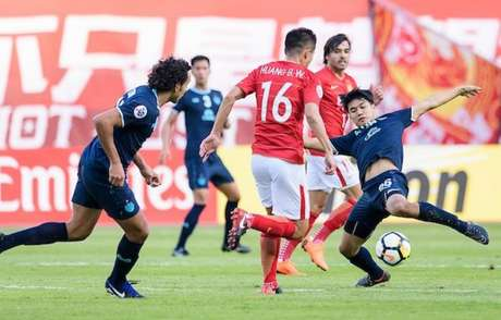 Diogo (à esquerda) e Goulart (ao fundo) representaram o Brasil no torneio asiático (Foto: Divulgação / AFC)