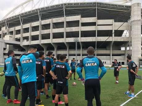 Técnico alvinegro valorizou as conversas no primeiro dia de trabalho (Reprodução Twitter/Botafogo)